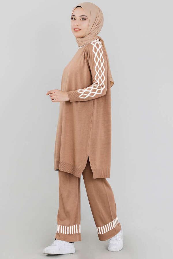 Çizgili Triko Takım Camel