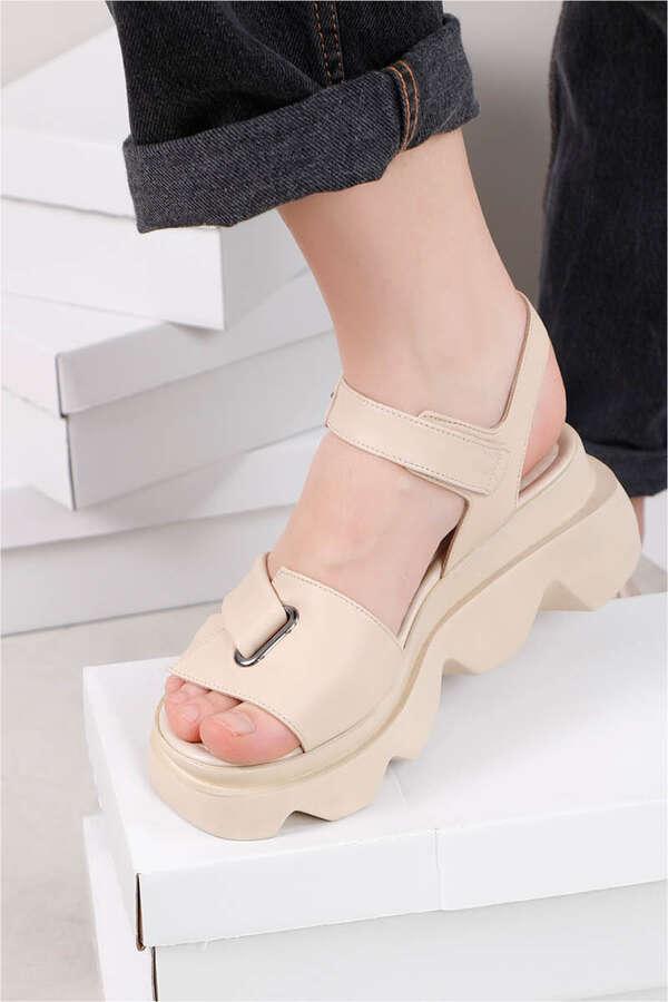 Kalın Manşetli Sandalet Bej